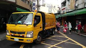 Taiwan Garbage Truck, To The Tune Of Beethoven's Fur Elise. - YouTube Garbage Truck Car Wash Videos For Baby Toddlers Youtube Simulator 2011 Gameplay Hd Collection Bin For Kids Truck Videos Video Playtime For Kids Binkie Tv Learn Colors With Funny Toy On Bathroom Children L Unboxing Kids Holiberty Lorry Press Is Grding Bin Lorry Dennis Aldeburgh Beach Suffolk Trucks Of Italy Roman Rear Loaders Unboxing New Side Loader Trash