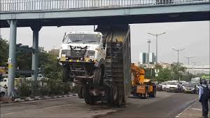 100 Funny Truck Pics Accident In India Fun Things To Do In Canada