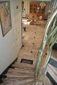 interieur de la maison escaliers menant à la chambre avec
