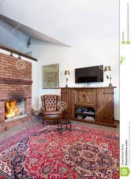 gemütliches wohnzimmer mit kamin stockbild bild