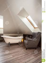 landhaus bad und stuhl stockfoto bild stuhl