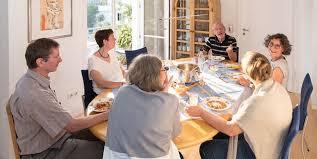 anregende tafelrunden gemeinschaft fördern