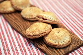 Strawberry and Cr¨me Mini Pies