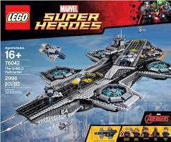 lego lance le porte avion volant du shield dans et il est