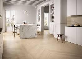 holz und naturstein fliesen wohnzimmer küchenboden
