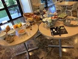 ordentliches frühstück für franz verhältnisse sogar recht