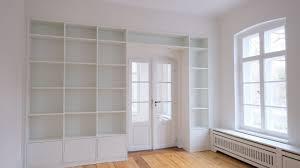wohnzimmer mit stollenwand glaescher design innenausbau