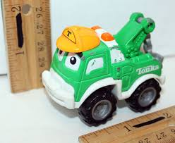 TONKA CHUCK & FRIENDS GREEN TOW TRUCK TOY DIECAST 2.25