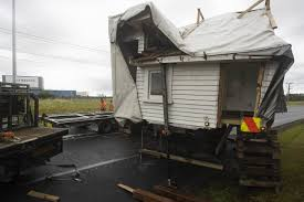 House Falling Off Transporter, Blocking Auckland Highway A 'bizarre ...