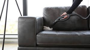 comment nettoyer canapé en tissu comment nettoyer un canapé en cuir avec un nettoyeur vapeur