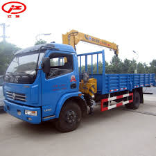 China Dongfeng 3.2 Ton Crane Boom Truck For Sale - China Truck With ...