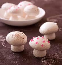 decorer une buche de noel petits chignons en meringue pour décor de bûche les