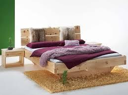 zirbe ist ein begehrtes holz im schlafzimmer für ihren
