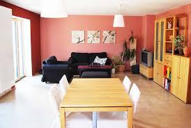 wohnzimmer kirsche farbe an die wand