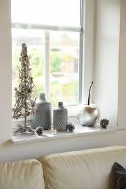 dekorative künstliche kirsche mit weihnachtsdekoration auf