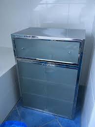 badezimmerschrank kare chrom milchglas