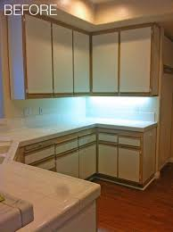 Laminate Cabinets Peeling by Best 25 Laminate Cabinet Makeover Ideas On Pinterest Painting