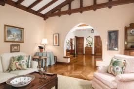 75 mediterrane wohnzimmer mit rosa wandfarbe ideen bilder