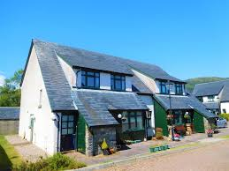 100 Sandbank Houses 20 RosMhor Gardens Cromlech Road DUNOON PA23 8FH 4 Bed