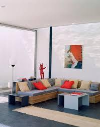 ein modernes wohnzimmer mit rattanmöbel bild kaufen
