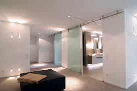 schlafzimmer mit ankleidebereich und bad ensuite