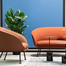filigrane sofas in mode die zierliche sitzgruppe löst die