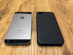 iPhone 5s Space Gray 64 GB with Genuine Apple iPhone 5s Leather