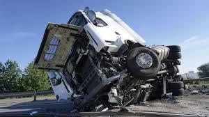 100 Big Truck Wrecks How Improper Braking Causes Accidents Max Meyers Law PLLC