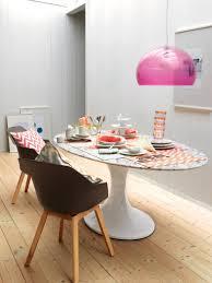 hängeleuchte in pink stuhl geschirr le tisch