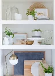 wohntrend 2021 offene küchenregale attraktiv gestalten und