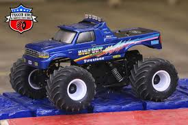 100 Bigfoot Monster Truck Toys BIGFOOT Cruiser Sport Mod Trigger King RC Radio Controlled