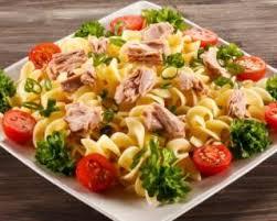 salade de pâtes minceur toute simple au thon et à la crème framboisée