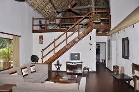 wohnzimmer mit galerie aha sefapane lodges and safaris