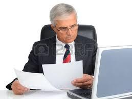 bureau homme d affaire portrait d un homme d affaires prospère maturité assis à un bureau