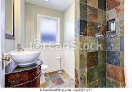 trimmen badezimmer bunte wand inneneinrichtung fliese