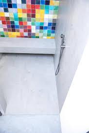badezimmer mit pandomo wall designboden sichtestrich