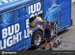 100 Bud Light Truck Beer Delivery Truck Stock Editorial Photo _fla 180160726
