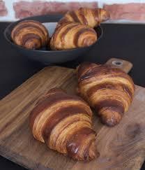 les croissants la pâte feuilletée levée sur poolish