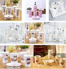 großhandel weiß und schwarz rosa farben keramik bad accessoires 5 stück badezimmer sets 1 seifenflasche 1 seifenschale 1 zahnbürstenhalter