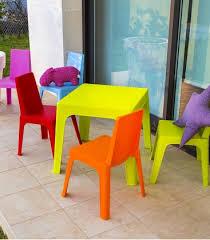 chaise de jardin enfant lot 4 chaises 1 table enfant de jardin en résine colorée
