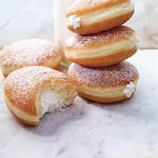 dessert avec creme fouettee beignes farcis à la crème fouettée ricardo