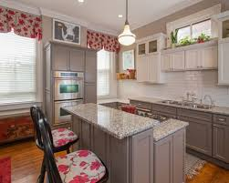 Mid Sized Transitional Enclosed Kitchen Designs
