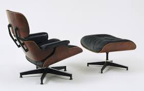 Charles Eames, Ray Eames. Lounge Chair And Ottoman. 1956 | MoMA Eames Lounge Chair Ottoman Replica Aptdeco Black Leather 4 Star And 300 Herman Miller Is It Any Good Fniture Modern And Comfort Style Pu Walnut Wood 670 Vitra Replica Diiiz Details About Palisander Reproduction Set