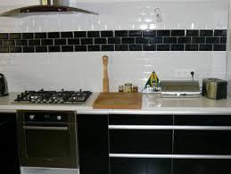 carrelage cuisine noir et blanc cuisine meubles stratifie noir brillant carrelage mural noir blanc