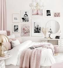 elegante bilderwand rosa weißes schlafzimmer schwarz weiß