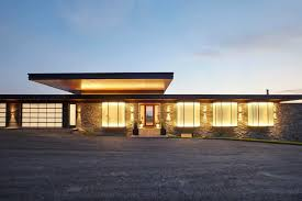 100 Cantilever Homes Modern Country House Cantilevers Over A Rolling Landscape In Ontario