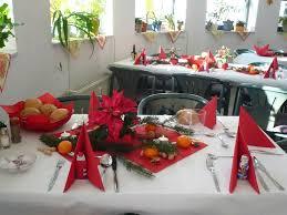 zur weihnachtszeit bittet die tafel zu tisch singener