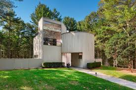 100 Charles Gwathmey Midcentury Masterpiece By In East Hampton Relists For 25M