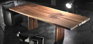 table en bois massif style industriel et élégance suisse