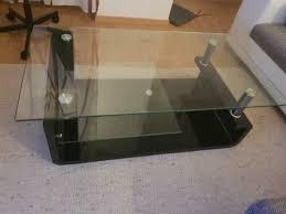schwarzer wohnzimmer glastisch